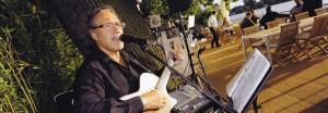 Musiker bei Open-Air Veranstaltung